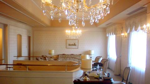 royalsuiteroom.jpg